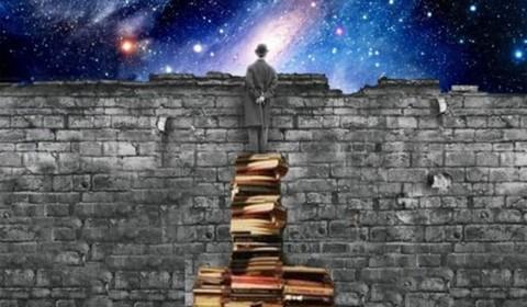 Źródło: https://jdlreflections.files.wordpress.com/2015/03/funny-books-imagination-wall.jpg